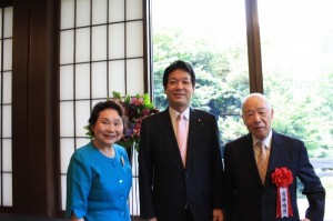 薗浦健太郎外務副大臣と遠藤会長ご夫妻