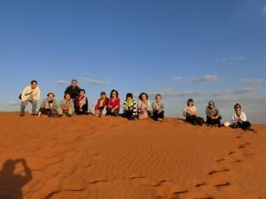 ワヒバ砂漠で日没を待つ
